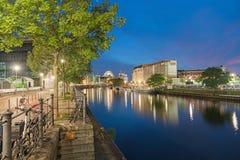 Scènes de nuit et vie de nuit le long de fête de rivière Photo stock