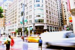 Scènes occupées de 5ème avenue à New York City Images libres de droits