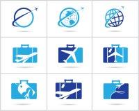 Scénographie de logos de voyage L'agence de vente de billets et le tourisme dirigent les icônes, l'avion dans le sac et le globe  photo stock
