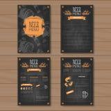 Scénographie de menu de bière pour le bar de café de restaurant marqué à la craie sur le fond texturisé en bois Photos libres de droits