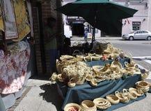 SC de Charleston, o 7 de agosto: Suporte da entrada do mercado da cidade de Charleston em South Carolina foto de stock