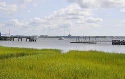 Sc di Charleston, il 7 agosto: Bottaio River Landscape da Charleston in Carolina del Sud Immagine Stock Libera da Diritti