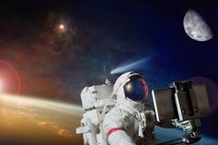 sc.i-FI backckground - ruimte selfie op baan van aarde stock afbeelding