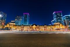 Sc?ne de nuit de station de Tokyo au district des affaires de Marunouchi photos libres de droits