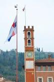 Scacchi广场和塔在马罗斯蒂卡,意大利 图库摄影