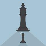 Scacchi del pegno impauriti di scacchi di re Fotografie Stock