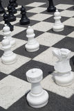 Scacchi di gioco esterni Fotografie Stock Libere da Diritti