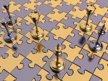 Scacchi su una scheda di puzzle Fotografia Stock