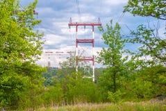 Scaffale ad alta tensione o torre ad alta tensione della ritrasmissione di energia Fotografie Stock Libere da Diritti