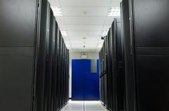 Scaffale del nero del deposito della stanza del server Fotografia Stock