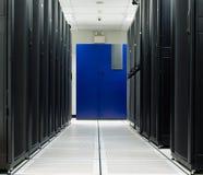 Scaffale del nero del deposito della stanza del server Immagine Stock