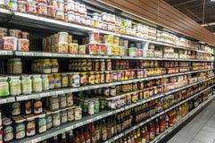 Scaffale del supermercato immagine stock