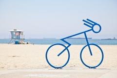 Scaffale della bici della bicicletta alla spiaggia Fotografia Stock Libera da Diritti