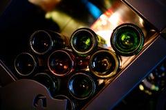 Scaffale delle bottiglie di vino Fotografie Stock Libere da Diritti