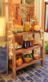 Scaffale delle prerogative casalinghe, delle merci inscatolate e delle verdure, Grecia Fotografia Stock Libera da Diritti
