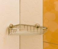 Scaffale di alluminio del bagno accessori utili fotografie stock libere da diritti