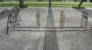 scaffale di bicicletta fotografia stock