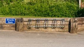 Scaffale di bicicletta in Llanddulas, Clwyd, Galles, Regno Unito fotografia stock