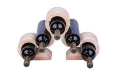 Scaffale di legno del vino isolato su bianco Immagine Stock