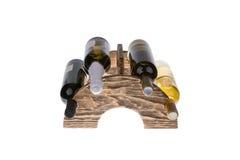 Scaffale di legno del vino isolato su fondo bianco Fotografia Stock