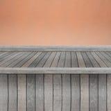 Scaffale di legno per fondo Fondo per il concetto dell'esposizione del prodotto Fotografie Stock