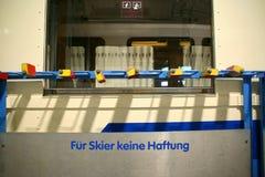 Scaffale di sci d'annata, vagonetto, Germania Immagini Stock Libere da Diritti