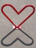 Scaffale in forma di cuore della bici e la sua ombra Fotografia Stock Libera da Diritti