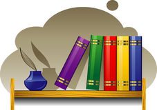 Scaffale per libri con i libri ed il inkwell Fotografia Stock Libera da Diritti
