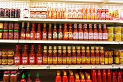 Scaffali asiatici del supermercato Fotografie Stock
