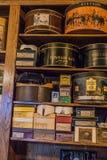 Scaffali di negozio di antiquariato Fotografia Stock Libera da Diritti