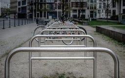 Scaffali di parcheggio della bici Fotografia Stock