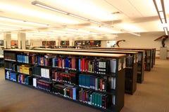 Scaffali per libri delle biblioteche Fotografie Stock