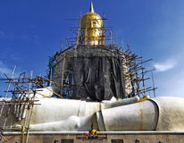 Scaffolders around Buddha statue Stock Photography