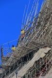 Scaffolders bei der Arbeit über Shwedagon-Pagode Stockfotos
