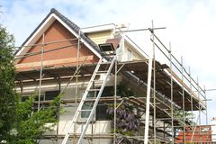 Scaffolding for the renovation of a modern home Royalty Free Stock Photos