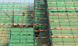 The scaffolds and workers Royalty Free Stock Photo