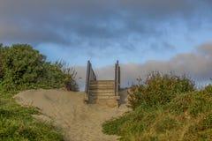 Scala alla spiaggia fotografia stock libera da diritti