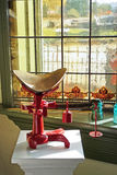 Scala antica con la finestra di vetro macchiata Fotografia Stock Libera da Diritti