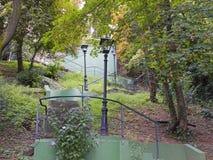 Scala attraverso un parco alla città superiore di Zagabria Fotografia Stock