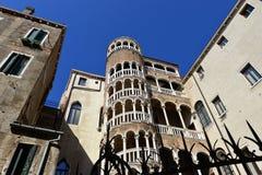 Scala Contarini del Bovolo (escadaria do caracol) em Veneza imagens de stock royalty free