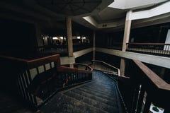 Scala del concorso - Randall Park Mall - Cleveland abbandonati, Ohio immagine stock libera da diritti