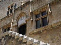 Scala del cortile della fortezza medievale di Rodi Fotografia Stock Libera da Diritti