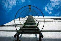 Scala del metallo dell'uscita di sicurezza Fotografia Stock Libera da Diritti