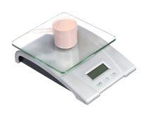 Scala dell'alimento con il mestolo di proteina isolato su bianco Immagine Stock