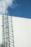 Scala della fabbrica sul tetto immagine stock