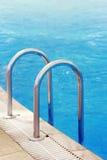 Scala della piscina Immagine Stock