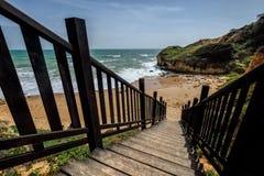 Scala di legno alla spiaggia Fotografia Stock Libera da Diritti