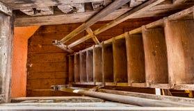 Scala di legno coloniale Immagini Stock