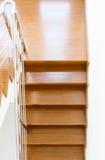 Scala di legno interna di nuova casa Fotografia Stock