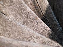 Scala di legno a spirale che va giù immagini stock libere da diritti